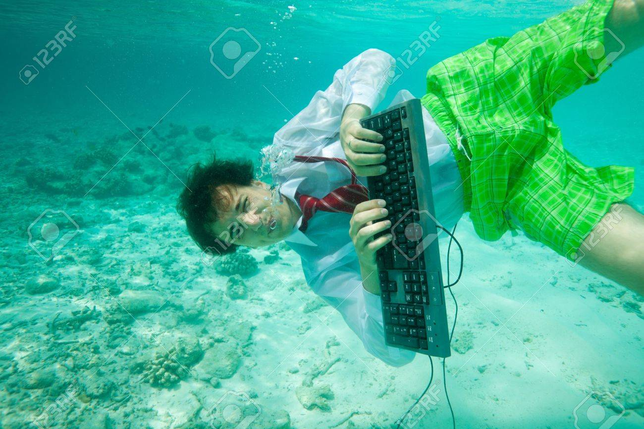 Nombre:  11753798-young-man-wearing-shirt-and-red-tie-with-keyboard-swimming-and-typing-underwater.jpg Visitas: 132 Tamaño: 156.1 KB